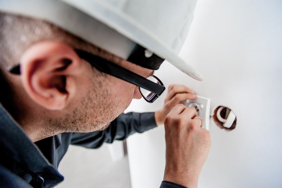 Why take the help of commercial electrical contractors for electrical maintenance?